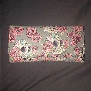 NWT!!! Skull and Roses Wallet
